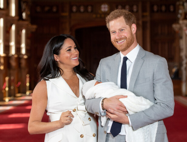 LYKKELIGE FORELDRE: Hertugparet strålte da de viste frem den nyfødte sønnen for første gang. Foto: NTB scanpix