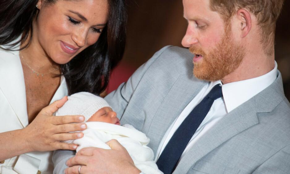 KONGELIGE REGLER: Drøye tre uker gamle Archie må allerede følge flere kongelige regler som medlem av den britiske kongefamilien. Foto: NTB scanpix