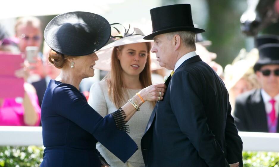 Nye bilder av Sarah Ferguson og prins Andrew setter fart på ryktene om at de er blitt et par igjen. Foto: NTB Scanpix