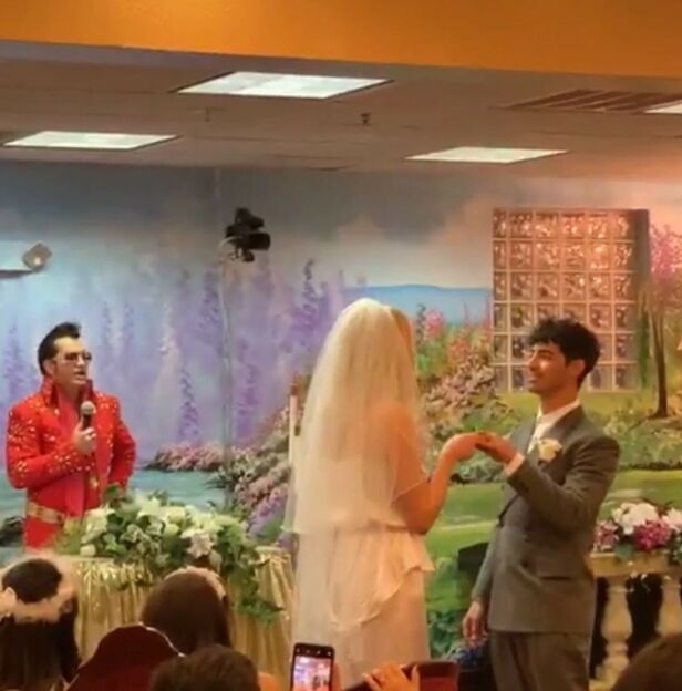 DIREKTE: Diplo sendte som nevnt direkte fra hele bryllupet, selv om paret hadde tenkt å holde giftermålet hemmelig. Foto: Diplo