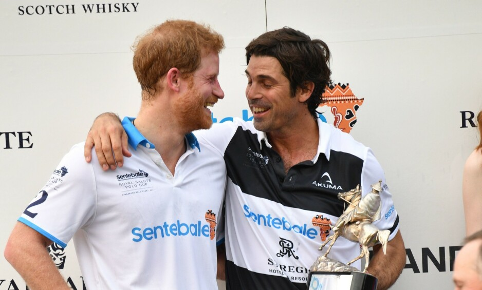 GODE VENNER: Prins Harry har vært god venn med polospilleren Nacho Figueras (42) i en årrekke. Nå forteller Figueras hvordan prinsen er som far. Foto: NTB Scanpix