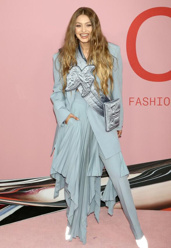 MODELL: Gigi Hadid i Louis Vuitton. Foto: NTB Scanpix