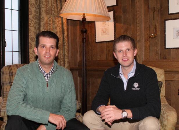 - ROLLEBLANDING: Eksperter mener det er dumt at Donald Trumps sønner, Donald jr. og Eric, var til stede under middagen. Det er de som styrer familiebedriften mens faren er president, og organisasjonen CREW mener de har egeninteresser av å være gjester på en slik middag. Foto: REX/ NTB scanpix