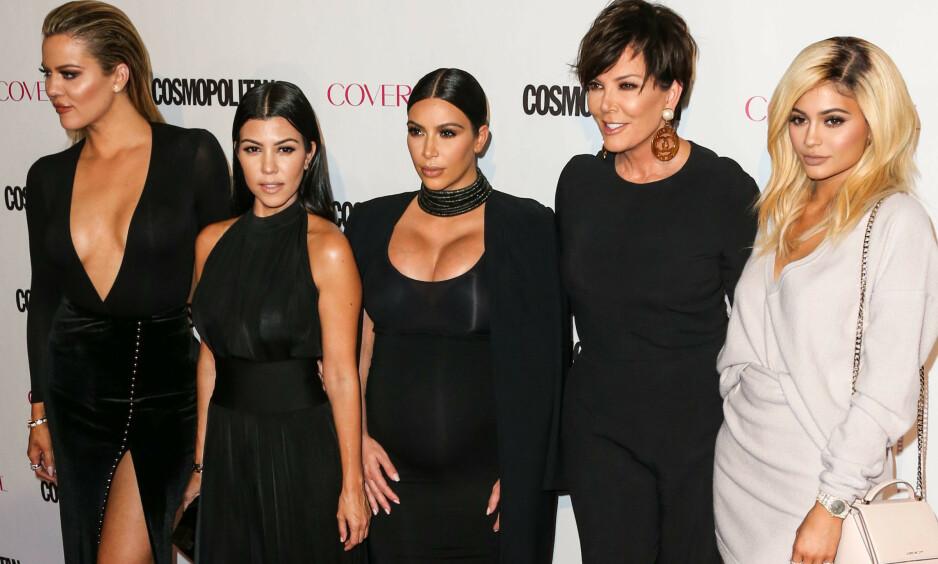 KJENTE FJES: Kardashian/Jenner-familien er en av verdens mest kjente. Nå viser det seg at de også har et helt spesielt slektskap. Foto: NTB Scanpix