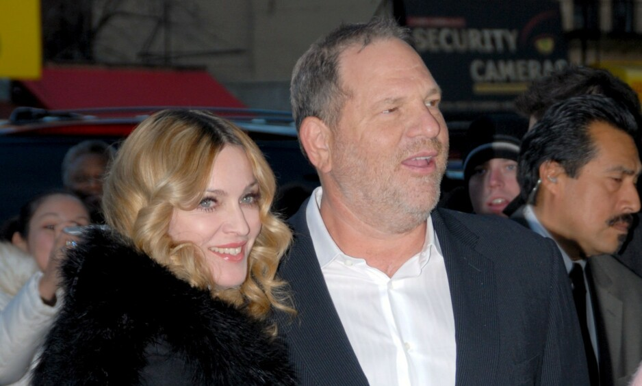 <strong>ÅPNER OPP:</strong> Mer en halvannet år er gått siden de første anklagene mot Harvey Weinstein rullet opp. Nå åpner også Madonna opp om Hollywood-mogulens oppførsel. Her er de to sammen på en premiere i New York i 2007. Foto: NTB Scanpix