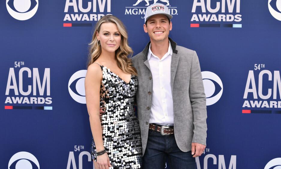 MISTET SØNNEN: Her er Granger Smith og kona avbildet under Country Music Awards i april, før den tragiske ulykka inntraff. Foto: NTB Scanpix