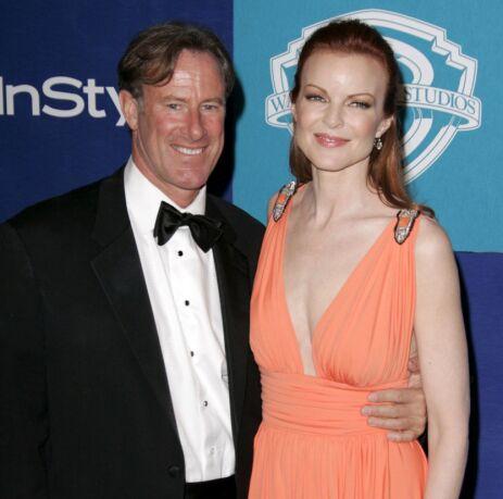 BEGGE HAR HATT KREFT: Her er Cross sammen med ektemannen Tom Mahoney under Golden Globe-utdelingen i 2006. Foto: NTB Scanpix