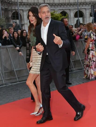 PENT PAR: Amal og George Clooney avbildet under premierevisningen til «Catch-22» i Roma forrige måned. Foto: NTB Scanpix