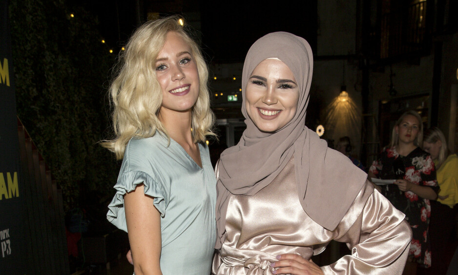 HURRA: Iman Meskini har giftet seg i all hemmelighet. Her poserer hun med «Skam»-kollegaen Josefine Frida Pettersen i 2017. Foto: Andreas Fadum
