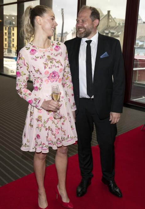 NYBAKTE FORELDRE: Her er Charlotte Smith og Truls Svendsen avbildet under fjorårets Gullruten. Foto: Andreas Fadum