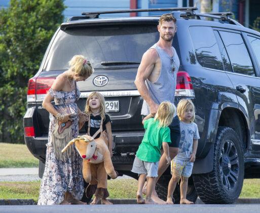 TREBARNSFAR: Chris Hemsworth er gift med den spanske modellen Elsa Pataky som han har fått tre barn med. Foto: NTB Scanpix