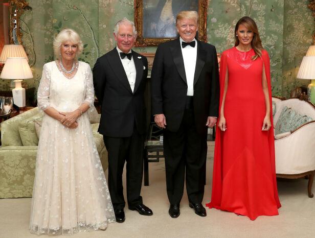 STASELIG: Det amerikanske presidentparet avbildet sammen med prins Charles og hertuginne Camilla under presidentbesøket tidligere denne måneden. Foto: NTB Scanpix