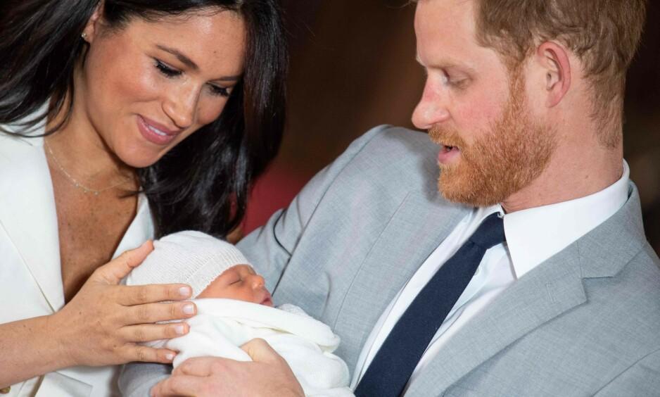 KONGELIG DÅP: Lille Archie kom til verden i begynnelsen av mai. Nå hevdes det at den kongelige dåpen vil finne sted neste måned, i det som tilsynelatende vil bli en tradisjonsrik dag. Foto: NTB Scanpix