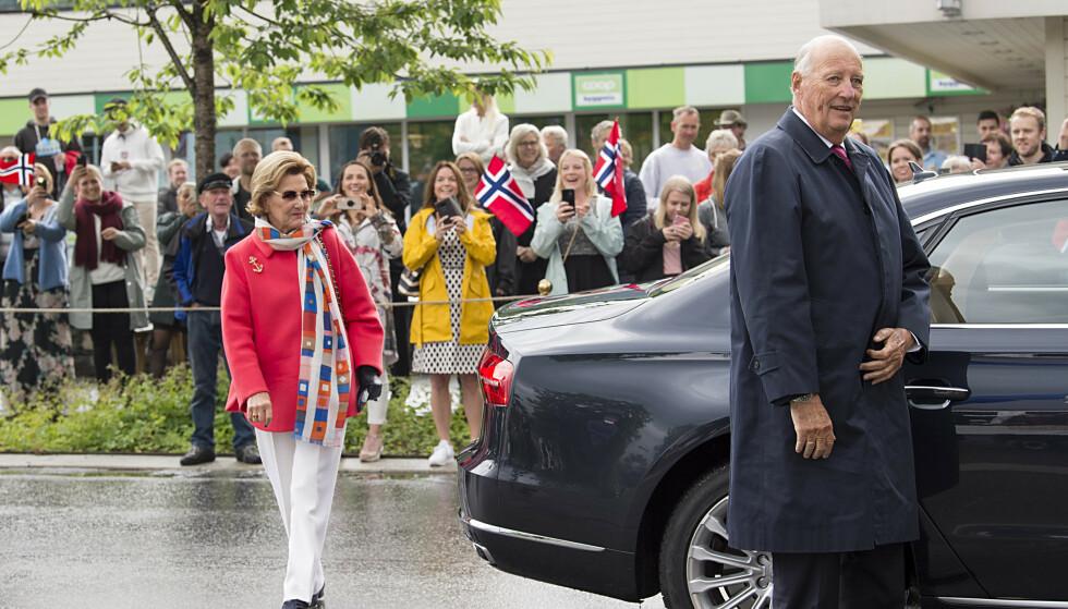 - FORSØKER: Kong Harald sier de forsøker å komme frem til en ordning i samråd med dattera. Foto: NTB scanpix