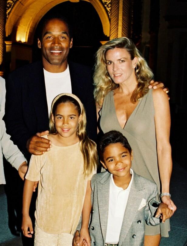 FAMILIEN: O.J. og Nicole var gift fra 1985 til 1992. I løpet av ekteskapet fikk de datteren Sydney og sønnen Justin. I 1994 ble Nicole drept, og faren ble raskt tiltalt for drapet. Siden den gang har barna deres levd livene sine utenfor offentligheten. Foto: Rex / NTB scanpix