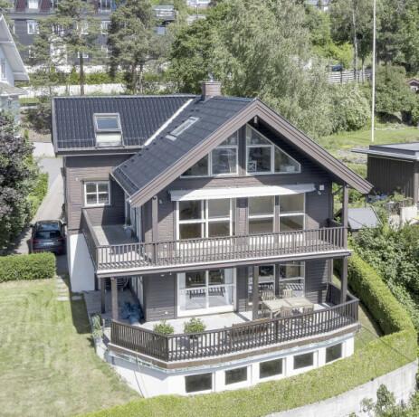 BOR GODT: Nær skianlegg og marka kjøpte Therese seg dette huset i 2017 for 18,8 millioner. Foto: Tor Lindseth/ Se og Hør