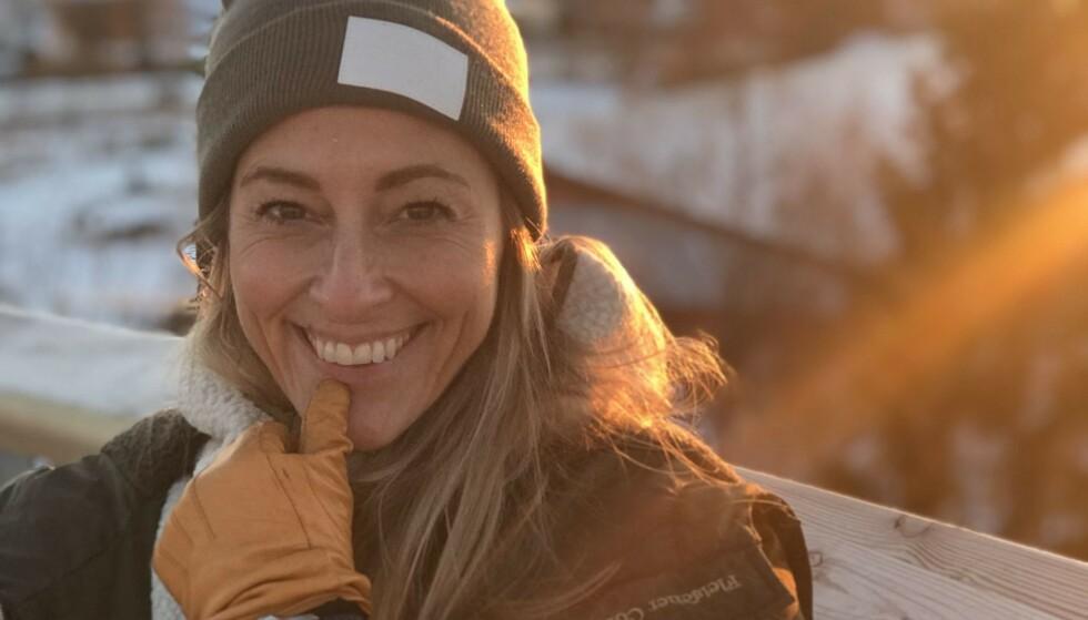 KJÆRLIGHETSERKLÆRING: Programleder og foredragsholder Jannecke Weeden er kjent for sitt blendende smil og gode humør. Nylig delte hun et bilde på Instagram som viser at hun har ekstra grunn til å smile om dagen. Foto: Privat