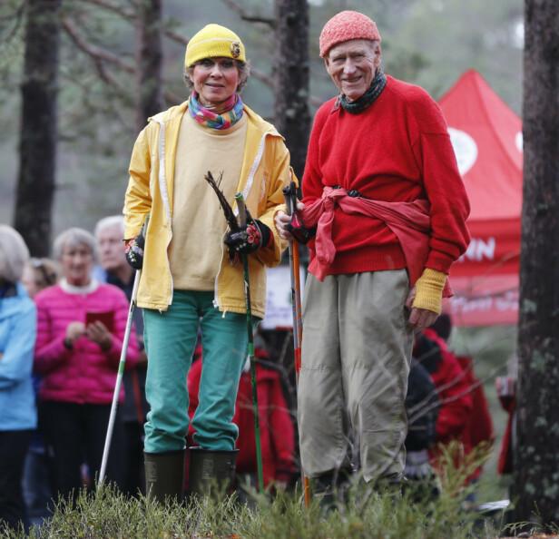 SPREK DUO: Olav Thon sammen med Sissel Berdal Haga under avdukingen av Oslos geografiske midtpunkt ved Nedre Blanksjø høsten 2014. Foto: NTB scanpix