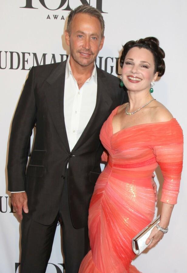 TETT BÅND: Fran Drescher og Peter Marc Jacobson skilte seg i 1999 men har fortsatt et nært forhold. Her er duoen avbildet i 2014. Foto: NTB scanpix