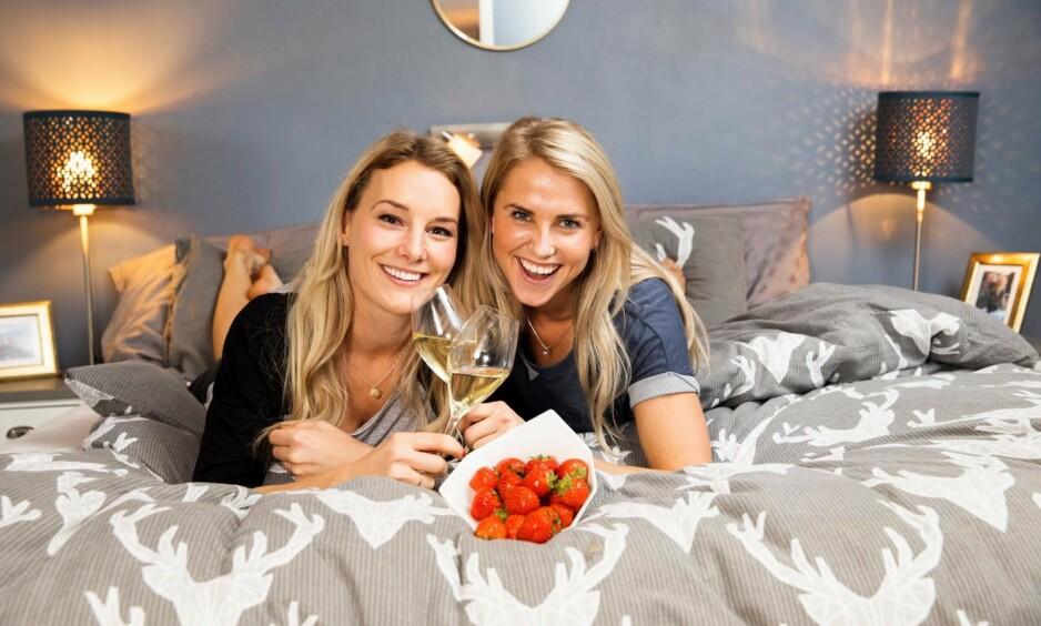 GIFTEKLARE: Tonje Frøystad Garvik og Lene Sleperud overrasket alle med forlovelse under Gullruten-utdelingen i mai. Nå forteller de om bryllupsplanene i et nytt intervju. Foto: Espen Solli