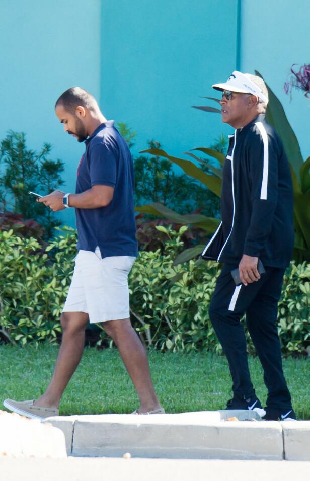 LIKHET?: Sønnen Justin ligner på sin berømte pappa. Her er de fotografert sammen i november, like etter Thanksgiving. Foto: NTB scanpix