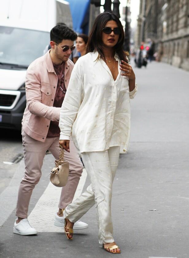<strong>OGSÅ I PARIS:</strong> Joe Jonas sin bror, Nick Jonas og hans kone Priyanka er også i den franske hovedstaden. Foto: NTB Scanpix