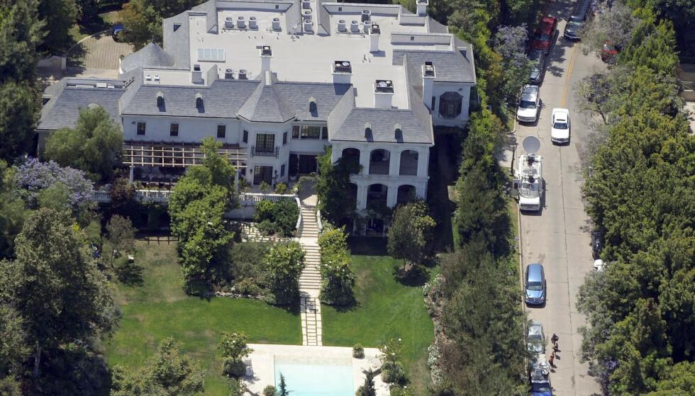 I SKYGGEN AV NEVERLAND: Selv om Michael Jackson ofte forbindes med Neverland-ranchen, var det her - i Holmby Hills - at han bodde de siste seks månedene av sitt liv. Foto: NTB Scanpix