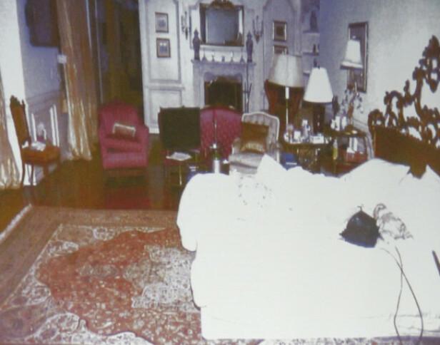 BILDE VIST I RETTEN: Det finnes ulike bilder av soverommet hvor Michael Jackson gikk bort. Det er ukjent om dette er tatt en tid før eller etter at han døde. Foto: NTB Scanpix