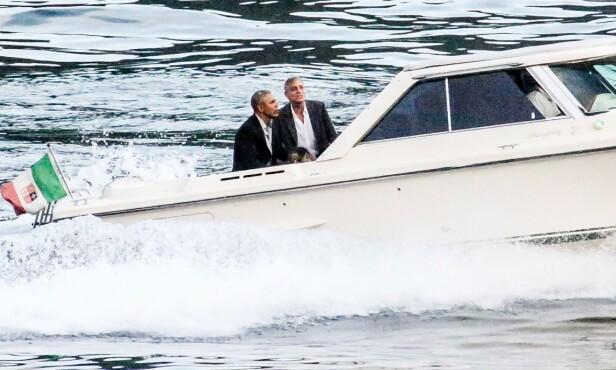 PÅ VEI TIL MIDDAG: Her er kameratene Barack og George på vei til middag i Italia søndag kveld. Foto: NTB Scanpix