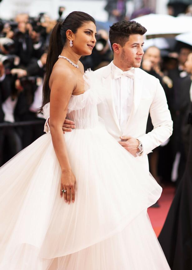 MANN OG KONE: Nick Jonas og Priyanka Chopras virvelvindromanse førte til et storslått bryllup i desember i fjor. Her er duoen avbildet sammen under filmfestivalen i Cannes i mai. Foto: NTB Scanpix