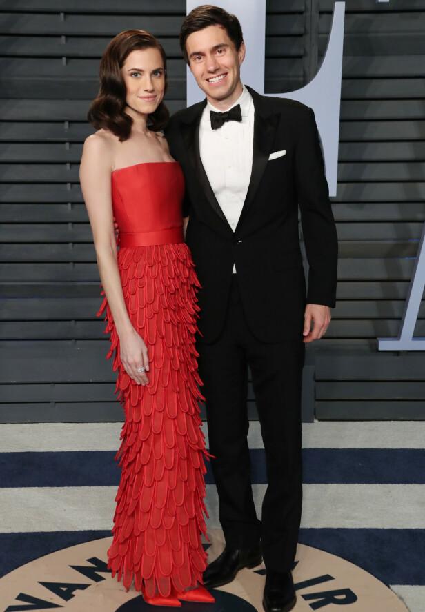 <strong>DEN GANG DA:</strong> Allison Williams og ektemannen skal ikke ha blitt sett sammen offentlig etter denne kvelden - Vanity Fairs Oscar-fest i starten av mars 2018. Foto: Matt Baron/REX/ NTB scanpix