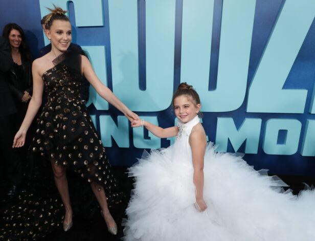 UNGE STJERNER: Millie Bobby Brown (15) og Lexi Rabe (7) på «Godzilla: King of the Monsters»-premieren i L.A. i mai. Foto: Eric Charbonneau/REX/ NTB scanpix