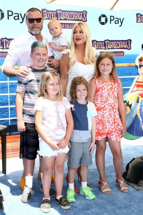 STORFAMILIE: Dean McDermott har fem barn med Tori Spelling. Han har også en sønn fra et tidligere forhold. Foto: NTB Scanpix