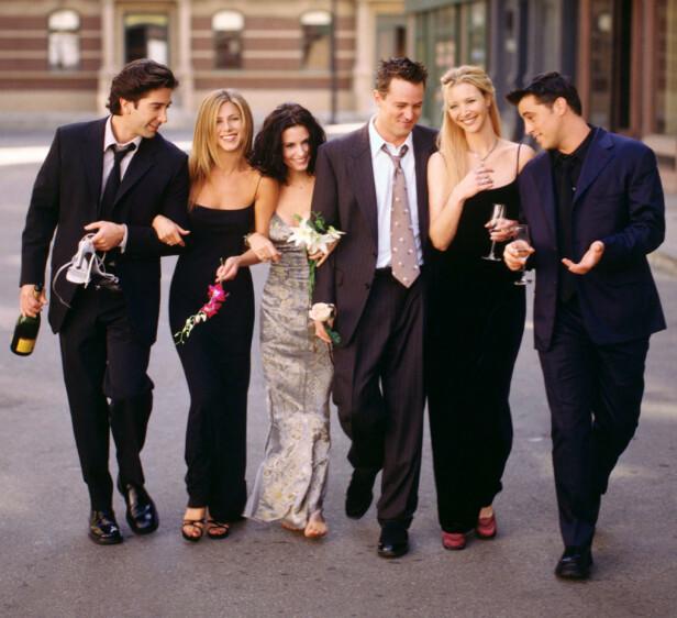 """VENNER FOR LIVET: Perry var én av hovedkarakterene i hitserien """"Friends"""". Her er han med kollegaene (f. v.) David Schwimmer, Jennifer Aniston, Courteney Cox, Lisa Kudrow og Matt LeBlanc. Foto: REUTERS"""
