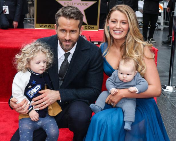 STJAL SHOWET: Da Ryan Reynolds fikk sin stjerne viste han og Blake Lively frem sine to barn. Foto: NTB Scanpix