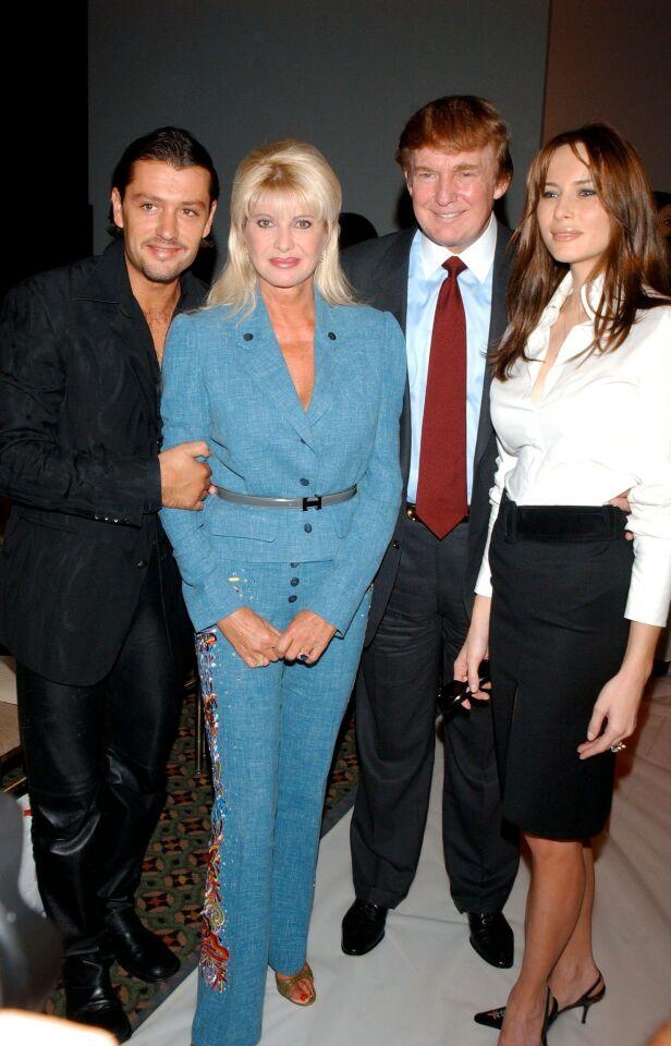 DEN GANG DA: Her er Ivana Trump med Rossano Rubicondi. Til høyre er Donald Trump og hans ektefelle Melania. Bildet er fra 2002. Foto: NTB Scanpix