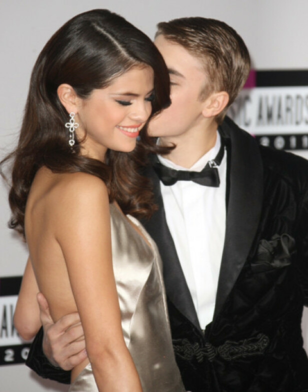 EKSKJÆRESTER: Selena Gomez og Justin Bieber var på alles lepper da de var sammen av-og-på fra 2011 til 2013. Her under American Music Awards i 2011. Foto: NTB Scanpix