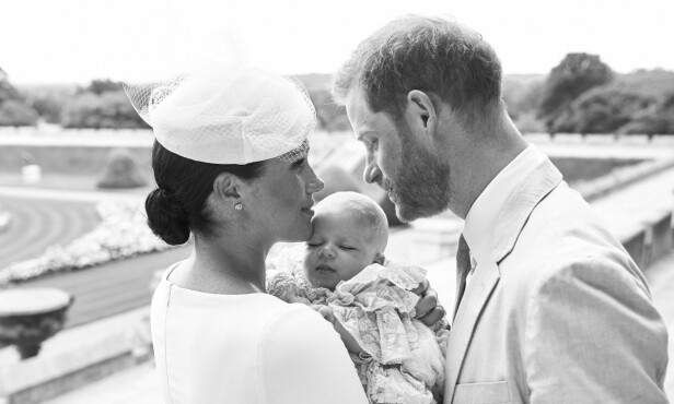 DØPT: Også dette bildet av lille Archie ble publisert i forbindelse med dåpen lørdag. Foto: NTB Scanpix
