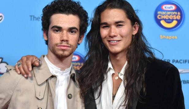 KOLLEGER: Cameron Boyce og «Descendants»-kollega Booboo Stewart ble nylig avbildet under Radio Disney Music Awards i Los Angeles 16. juni 2019. Foto: PA/NTB Scanpix