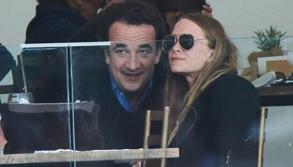 TILSKUERE: Olsen og ektemannen Olivier Sarkozy er ofte tilskuere på ulike ridekonkurranser. Her ser de på resten av stevnet i Madrid i mai. Foto: NTB Scanpix.