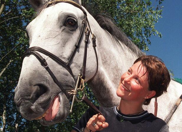 KONKURRERTE: Prinsessens dyktighet og innsats gjorde at hun kom på landslaget i sprangridning. Her avbildet med sin nye hest Lenaro i 1999. Foto: NTB Scanpix