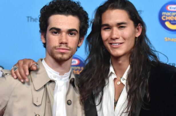 KOLLEGAER: Cameron Boyce og Descendants-kollega Booboo Stewart ble nylig avbildet under Radio Disney Music Awards i Los Angeles 16. juni 2019. Foto: PA/NTB Scanpix