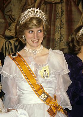 1982: Her er prinsesse Diana avbildet med den samme ikoniske tiaraen som hertuginne Kate hadde på seg under bankettmiddagen i fjor. Foto: NTB Scanpix