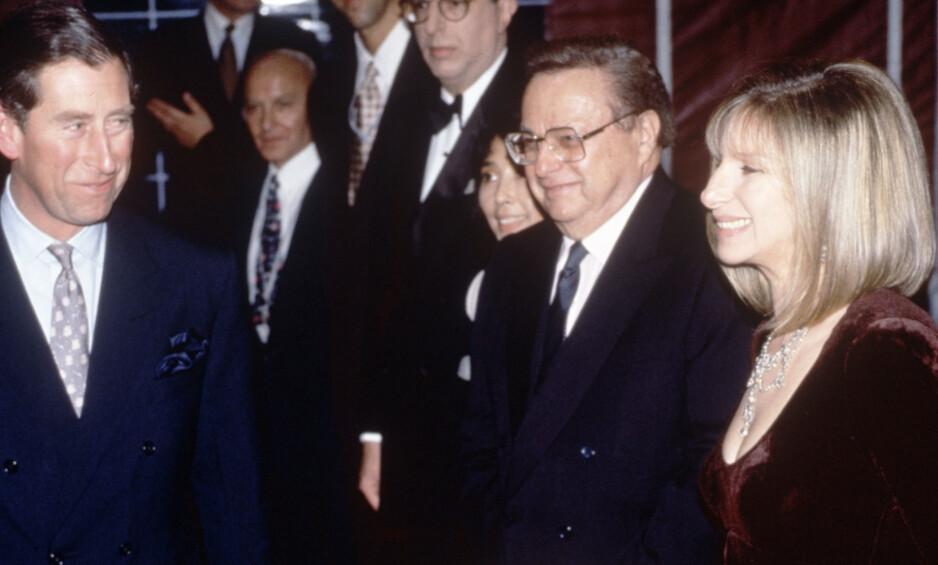 ROMANSE: På tiden da dette bildet ble tatt, i 1994, ble det spekulert på om det var en hemmelig romanse mellom prins Charles og Barbra Streisand. Foto: NTB Scanpix