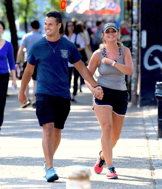 ROMANTISK DUO: Det ferske ekteparet så svært forelsket ut og var sporty kledd i treningsklær. Foto: NTB Scanpix
