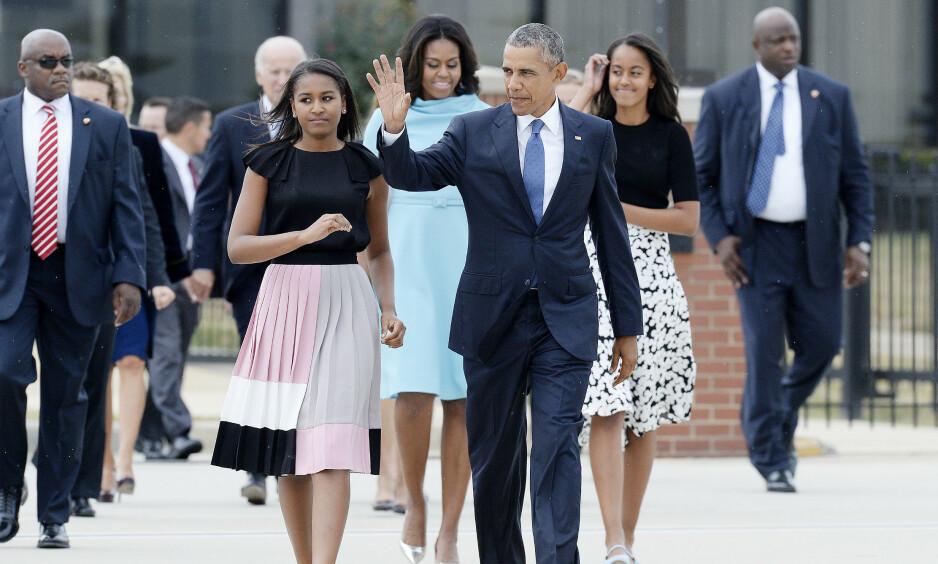 STRENG SIKKERHET: Michelle Obama letter på sløret om den strenge sikkerheten rundt døtrene under perioden da familien bodde i Det hvite hus. Foto: NTB Scanpix