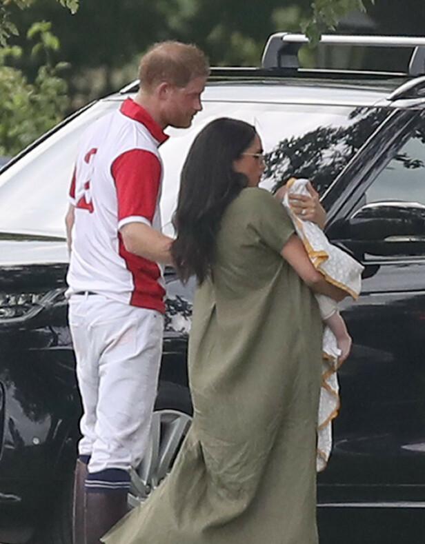 <strong>LYKKELIGE FORELDRE:</strong> Prins Harry og hertuginne Meghan sammen med sin øyensten, Archie. Foto: NTB Scanpix