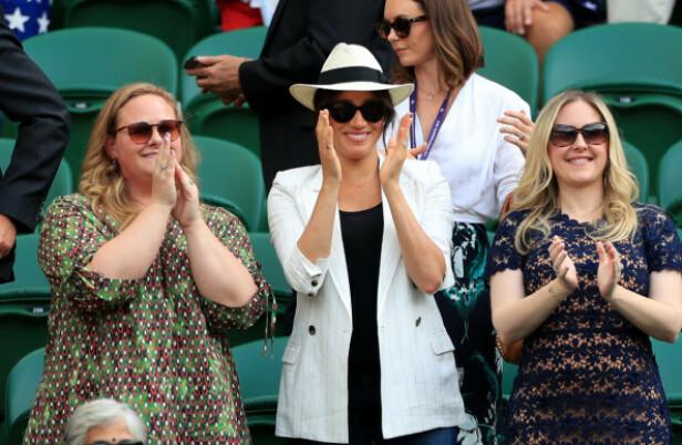 <strong>PÅ PLASS:</strong> Hertuginne Meghan var til stede under Wimbledon sammen med to venninner forrige uke. Foto. NTB Scanpix