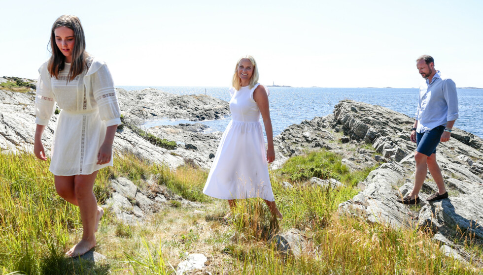 TRONARVINGEN: Prinsesse Ingrid Alexandra viser vei. Foto: NTB Scanpix