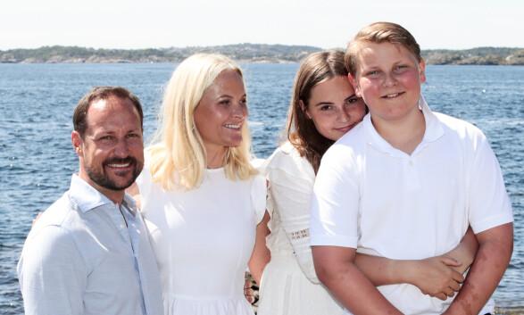 KJERNEFAMILIEN: Kronprinsfamilien har flere ganger før brukt sommeren til å feriere i Vogts villa på Dvergsøya. Foto: NTB Scanpix